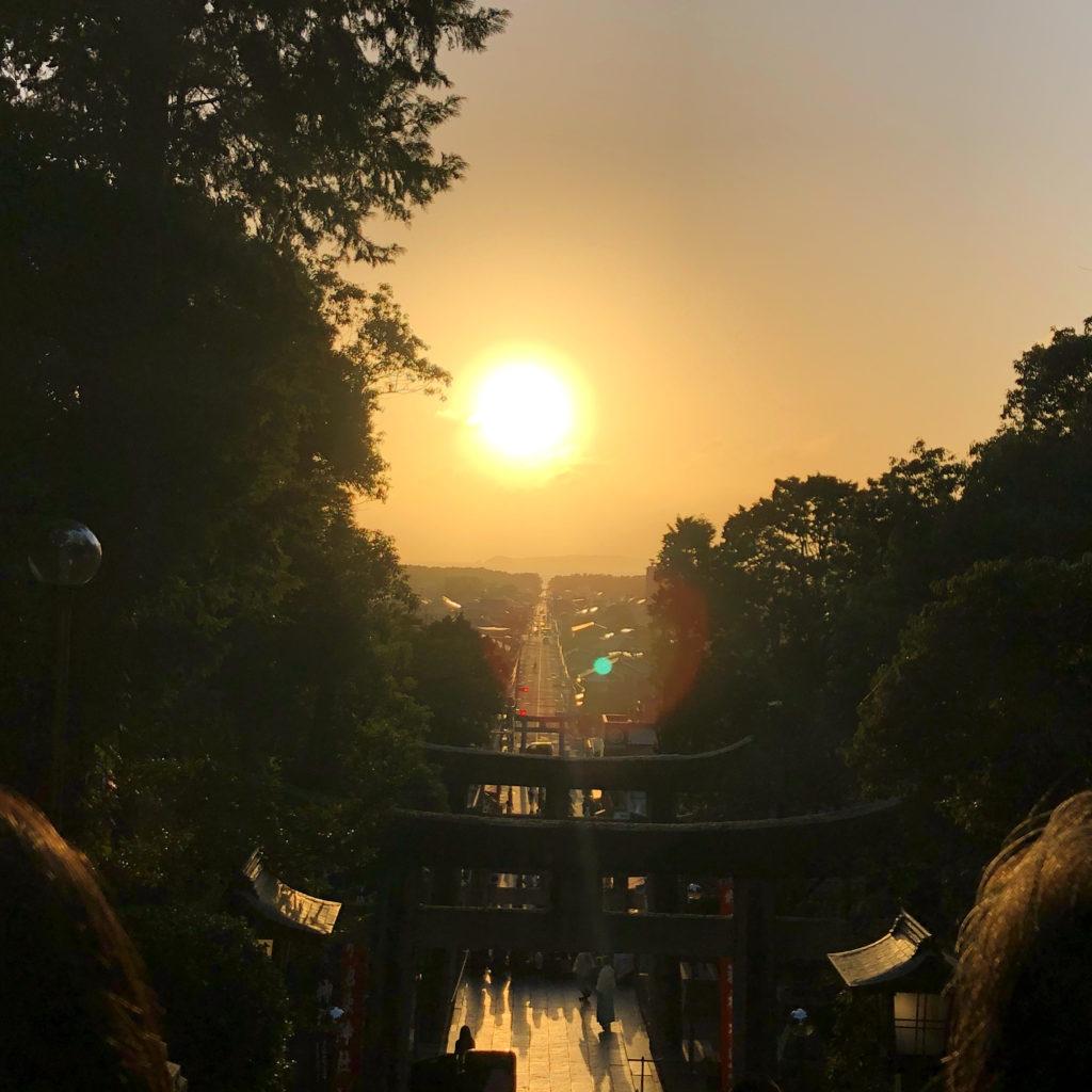 宮地獄神社の光の道